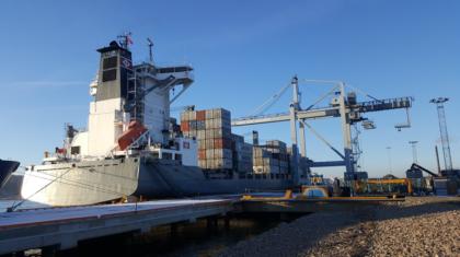 Tidenes Største Container Skip I Havn 1