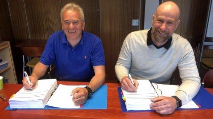 Kontrakt underskrives